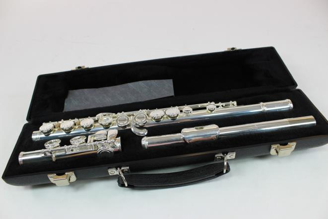 Armstrong 104 Student Flute Offset G Closed Hole MINT!